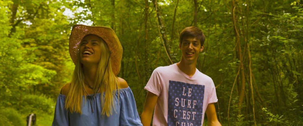 Alma (Juliette Coudant) et Raoul (Quentin Lecarduner) à l'affiche de La Route du soleil de Léo Ceka et Elyas Boussetta.